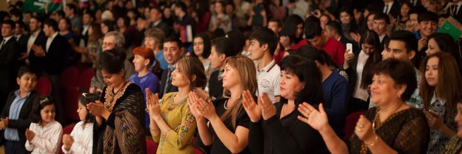 Артистов из Туркменистана Астраханцы приветствовали стоя