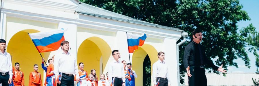 В Астраханском кремле в День России подняли триколор