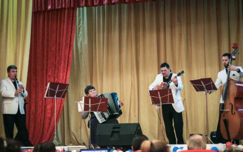 Ансамбль «Ретро» и Лариса Сазонова выступили в рамках проекта «Мастера искусств — жителям села»