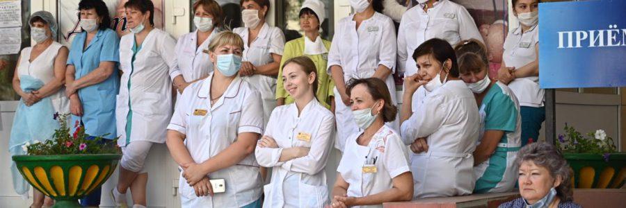 Астраханских медработников поздравят с предстоящим праздником